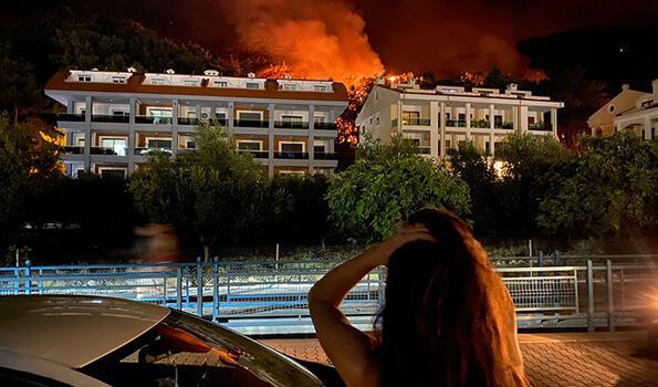 Marmaris'teki orman yangınına havadan müdahale yeniden başladı