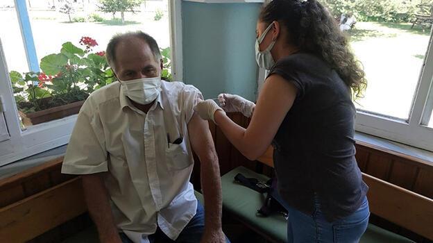 Düzce'ye gelen fındık işçileri koronavirüse karşı aşılanacak