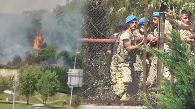 Son dakika... İstanbul'da askeri kışladaki ağaçlık alanda yangın