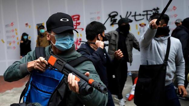 Hong Kong'da Çin'in getirdiği yasadan ilk hapis cezası: 9 yıl