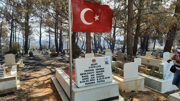 Yangında zarar gören mezarlıkta şehit kabri ve bayrak yanmadı!