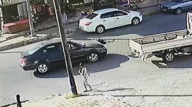 Arnavutköy'de çocuğa otomobil böyle çarptı