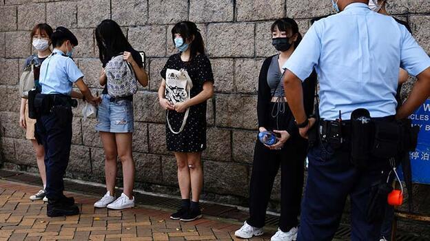Hong Kong'da Çin marşını yuhalayan bir kişi gözaltına alındı