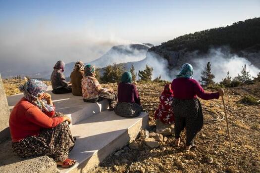 Mersin Büyükşehir itfaiyesi orman yangınlarında gece gündüz görev yapıyor