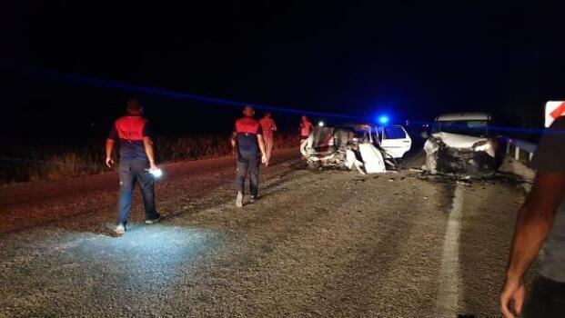 Osmaniye'de, hafif ticari araç ile otomobil çarpıştı: 2 yaralı