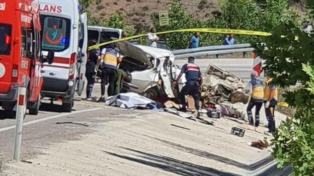 Adana'da düğün yolunda feci kaza! 5 ölü, 1 yaralı...