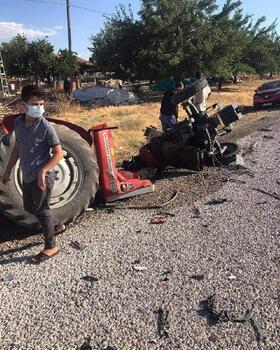 TIR, traktöre çarptı: 1 yaralı