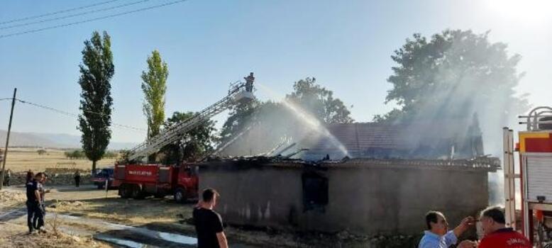 Dinar'da besihane yangını