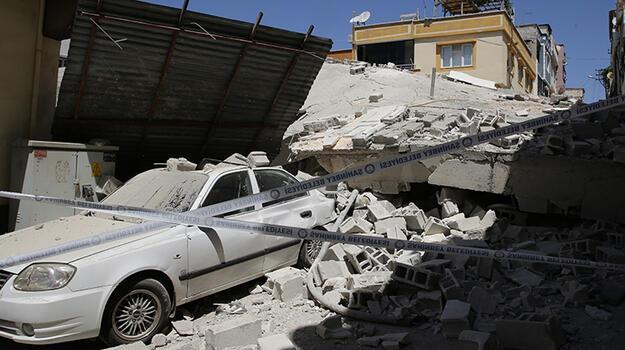 Son dakika... Gaziantep'te 5 katlı boş bina çöktü!