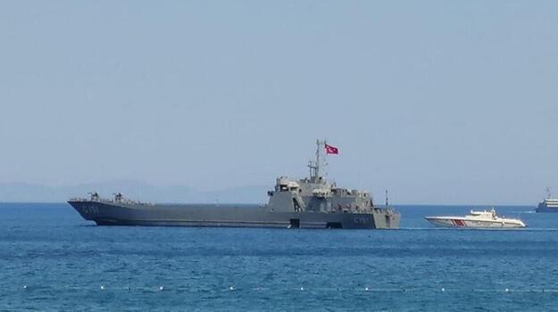 MSB: Denizden tahliyeye destek için 2 gemi sevk edildi