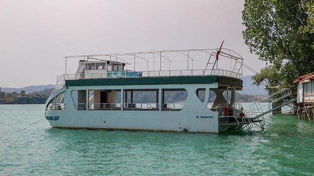 Yangından kaçarken tekneyle açıldılar kabusu yaşadılar