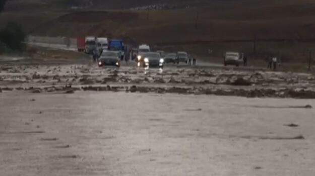 Van-Hakkari kara yolu sel nedeniyle kapandı