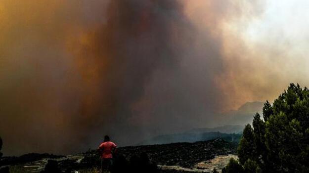 Son dakika... Antalya ve Isparta'daki yangın yerleşim yerlerine ulaştı! Tahliye başladı