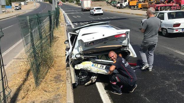 Taksi ile otomobil kafa kafaya çarpıştı: 4 yaralı