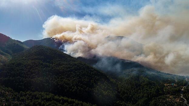 Akseki Kaymakamı: Alevlerin yerleşim alanına sıçramaması için şerit açtık!