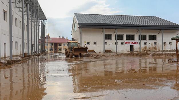 Van'da, selin vurduğu 2 mahallede çalışma başlatıldı!