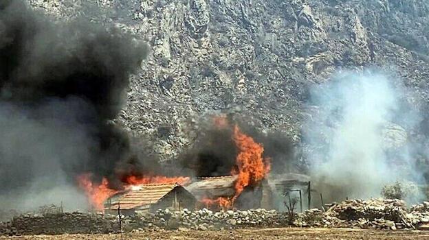 Milas yangınının ulaştığı mahallede 3 ev yandı!