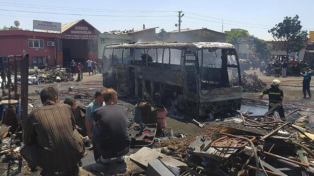 Konya'da sanayi sitesindeki hurda otobüste çıkan yangın söndürüldü