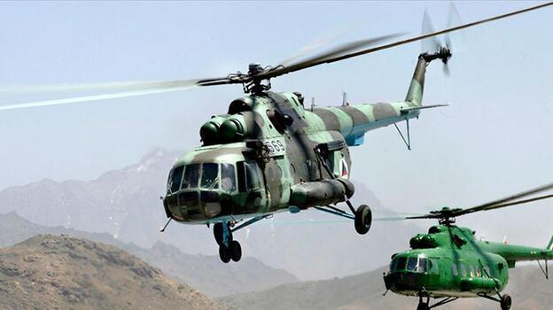 Hindistan'da askeri helikopter baraja çakıldı