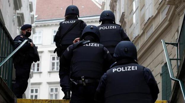 Avusturya'da karar: Terör bahanesiyle Müslümanlara yapılan polis baskınları yasalara aykırı!