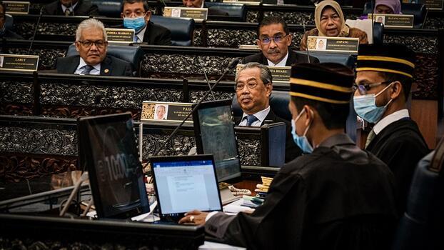 Malezya Başbakanı güven oylamasına gidecek