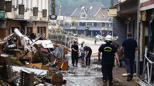 Almanya'da sel felaketi bölgelerinden Merkel'e yardım çağrısı