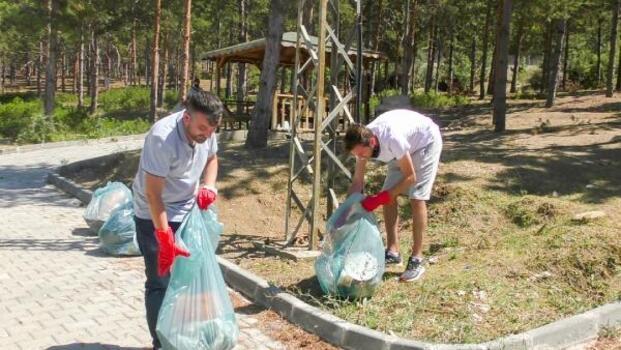 Turhal'da gençler, belediye ekipleriyle çevre temizliği yaptı