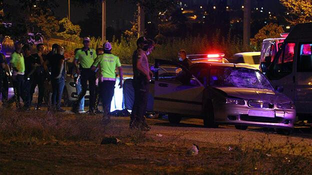 Feci ölüm! Otomobilden zorla indirilen kadına araba çarptı