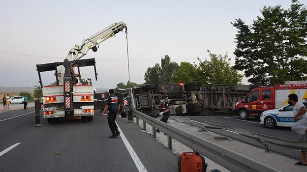 Konya'da TIR bariyerlere çarparak devrildi: 1 ölü, 1 yaralı