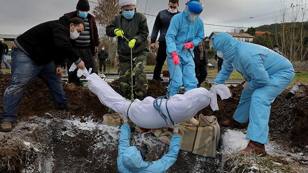 İran'da can kaybı 110 bini aştı