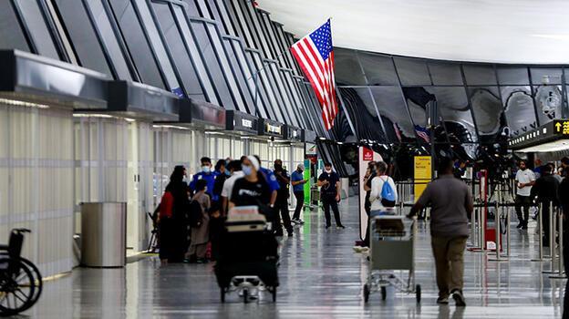 Afgan mültecileri ABD'ye getiren uçuşlara 'kızamık' engeli