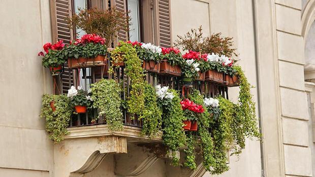 Küçük balkonlarımızı nasıl dekore edebiliriz?