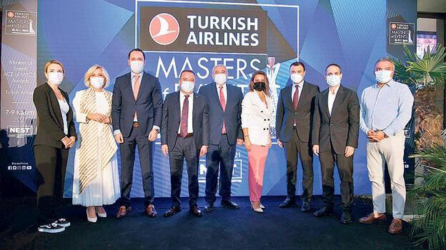 Turizm ve etkinliğin  devleri Antalya yolcusu