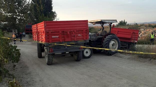 Traktör başka bir traktörün römorkuna çarptı!