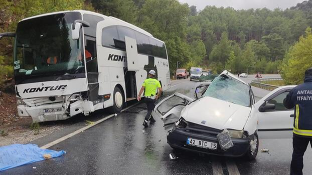 Antalya'da otobüs ile otomobil çarpıştı! 2 ölü, 2 yaralı