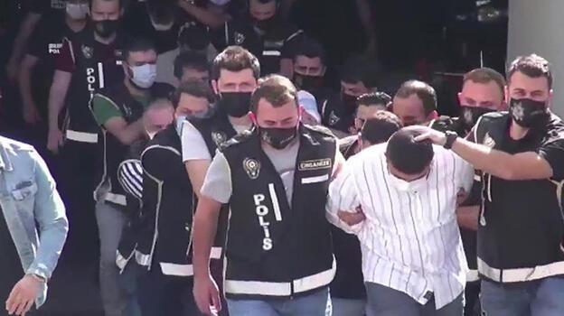 'Arap Emrah' çetesine yapılan operasyonda gözaltına alınan 23 kişi adliyeye sevk edildi