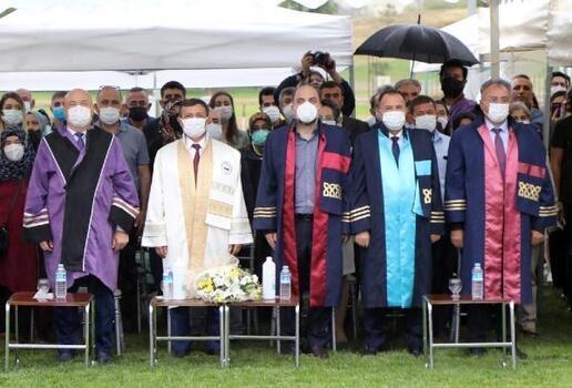 ERÜ Diş Hekimliği Fakültesi 12'ncidönem mezunlarını verdi