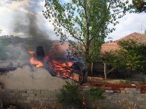Ekmek fırınında çıkan yangını itfaiye söndürdü