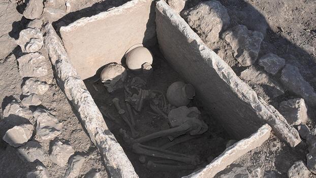 5 bin yıllık sandık mezar bulundu
