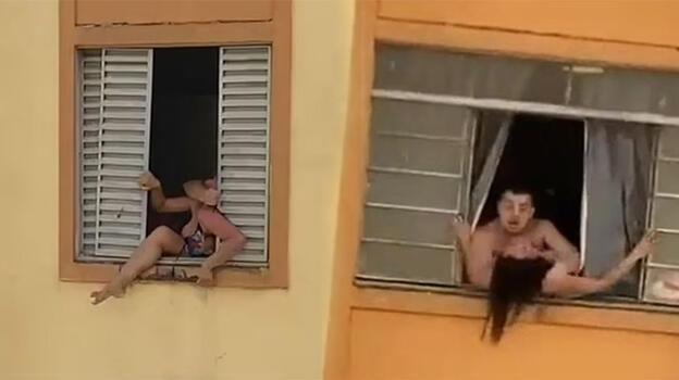 Hamile kadın kocasından kaçmak için camdan atlamaya çalıştı!