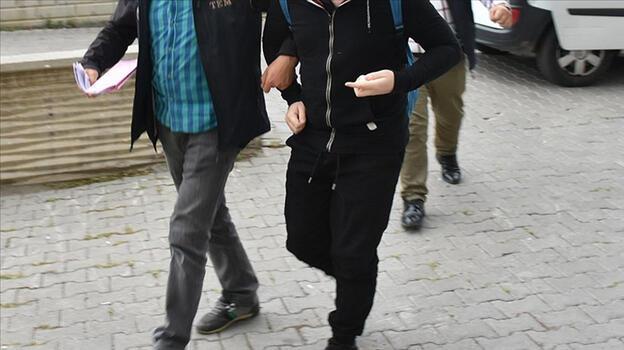 İzmir'de yurt dışına kaçmaya çalışan 6 FETÖ şüphelisi yakalandı