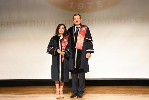 Profesör çifte fahri profesörlük unvanı verildi