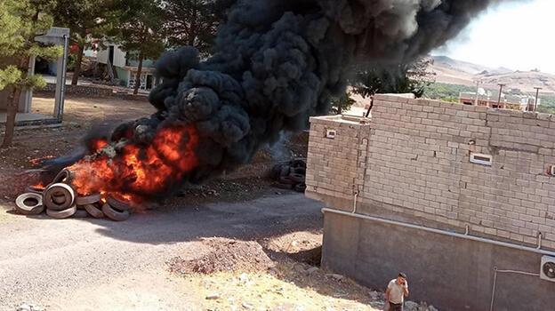 Mardin'de lastikçi yakınında yangın