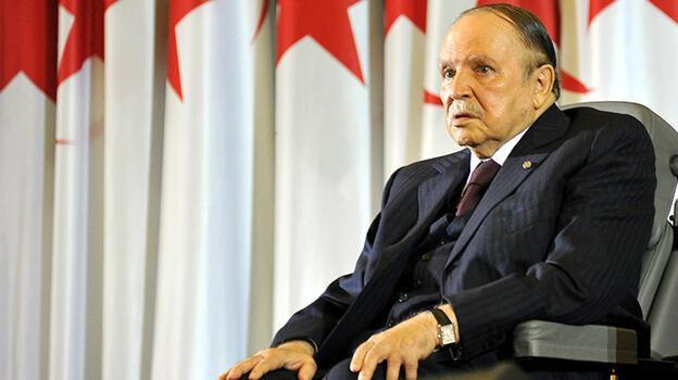 Cezayir'de eski Cumhurbaşkanı vefatı ettiği için ulusal yas ilan edildi