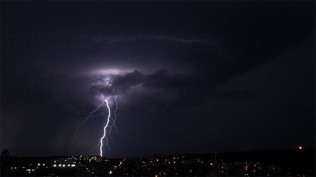 Son dakika! Meteoroloji uyarmıştı: İstanbul'da beklenen yağış başladı
