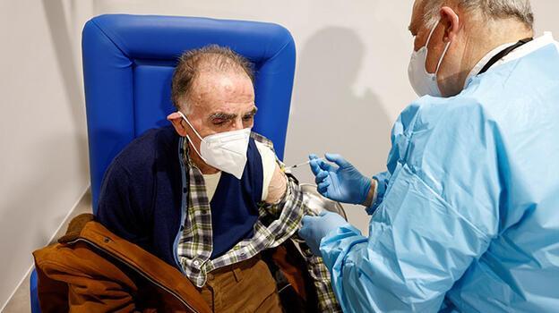 İtalya'da Kovid sertifikası mecburiyeti sonrası aşı randevuları arttı