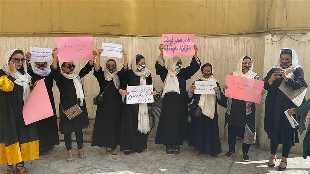 Afgan kadınlarından sessiz protesto!
