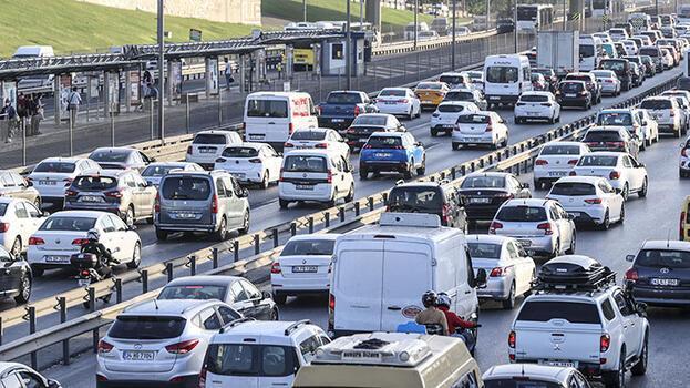 İstanbul'da haftanın ilk iş gününde trafik yoğunluğu yaşanıyor