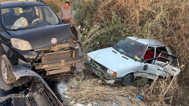 Hafif ticari araç otomobile çarptı! 6 kişi yaralandı