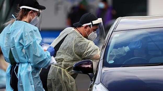 Yeni Zelanda koronavirüs yasaklarını uzattı